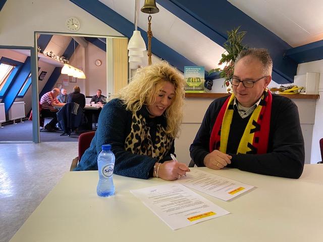 De Geldkampioen nieuwe kledingsponsor 2de elftal Rozenburg