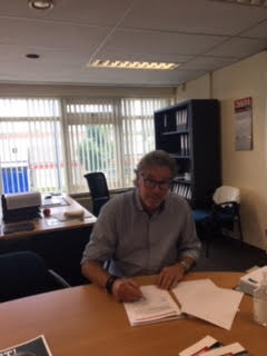 Ron van Straten tekent 3 jarig contract voor reclamebord
